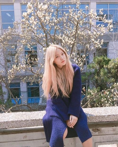 sao-han-29-3-hyun-ah-hyo-min-do-ve-sexy-aoa-ngu-guc-tren-may-bay-8