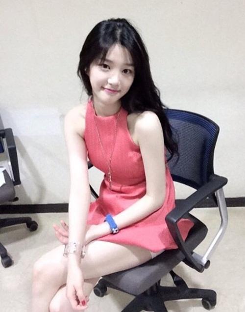 sao-han-29-3-hyun-ah-hyo-min-do-sexy-aoa-ngu-guc-tren-may-bay-2-9
