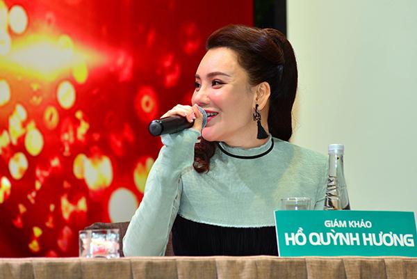 """Hồ Quỳnh Hương chia sẻ, ở mùa 1, khi tập đầu tiên phát sóng cô đã nhận được nhiều lời khen ngợi. Tuy nhiên, sang tập 2 thì cô bị """"dìm"""" tơi tả nên sốc, nản và muốn bỏ ngang. Đến mùa này, cô đã từ chối rất nhiều lần trước khi chính thức nhận lời."""