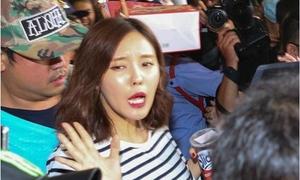 Những lần sao Hàn vã mồ hôi vì fan Việt quá cuồng
