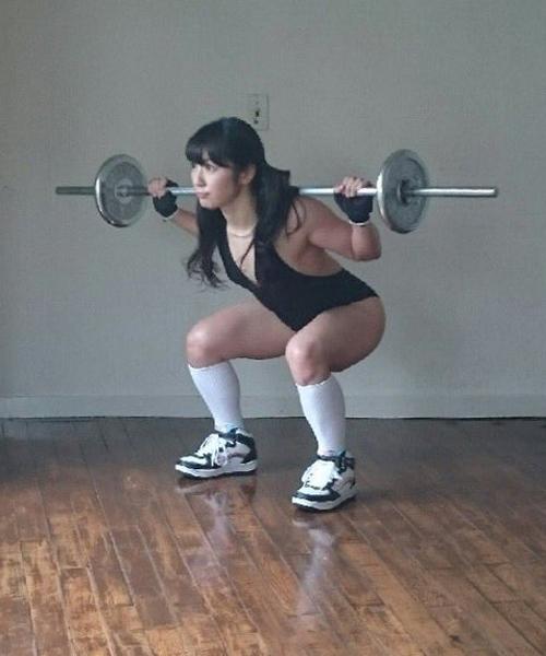 Saiki cho biết, cô thường xuyên tập tạ với mức trên 100kg.