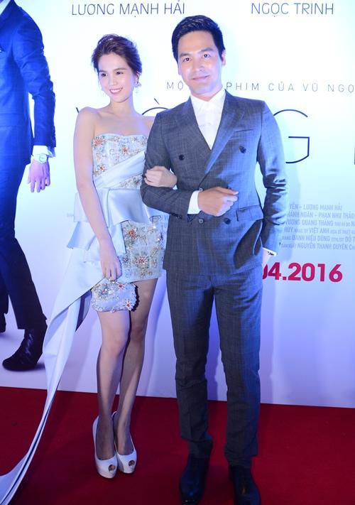 Ngọc Trinh khoác tay MC Phan Anh dự sự kiện.