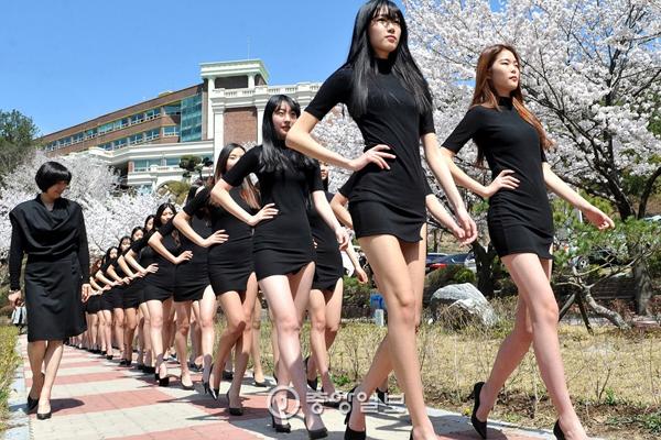 buoi-hoc-catwalk-hiem-thay-cua-sinh-vien-nganh-trinh-dien-thoi-trang-4