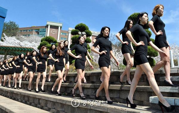 Ngoài học catwalk dưới hoa anh đào, khoa trình diễn thời trang của ĐH Daeduk   còn được biết đến với lễ hội trình diễn thời trang DDC Model Festival hoành tráng   và chuyên nghiệp.