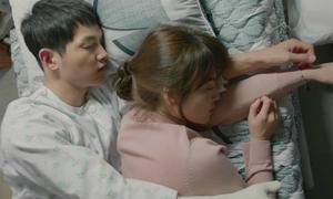 Hậu duệ Mặt trời (14): Shi Jin, Mo Yeon ngủ chung một giường