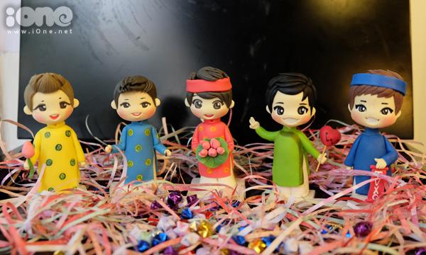TVXQ! FC Vietnam khoe tượng chibi 5 thành viên mặc áo dài khăn xếp cực kute.