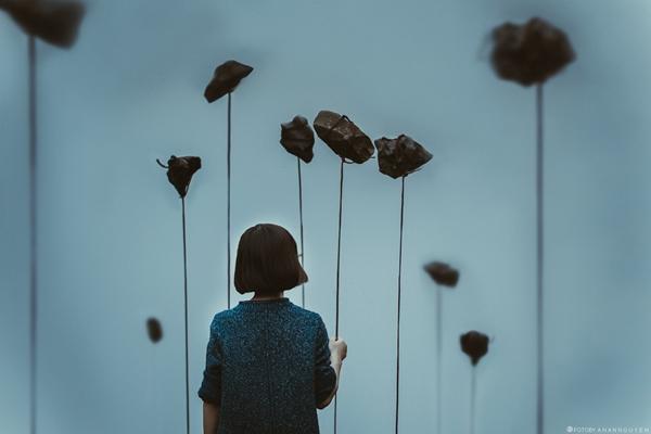Đừng sống lẻ loi, vô tri như hòn đá. Cuộc sống còn bao điều tốt đẹp đang chờ đón. Hãy tự tin vượt qua nỗi cô đơn bằng nghị lực của chính bạn để tận hưởng điều đó.