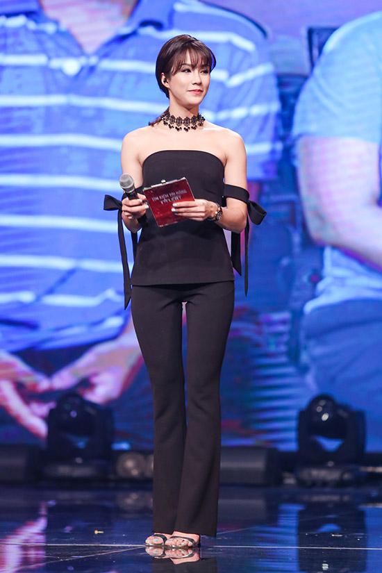 Ở những tuần trước, Diệp Lâm Anh gặp áp lực khi làm MC trực tiếp. Tuy nhiên từng tuần trôi qua, cô được khen ngợi khả năng dẫn chương trình ngày càng tiến bộ.