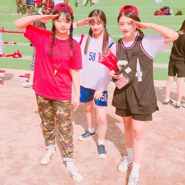 """Trên Instagram, hàng nghìn bức ảnh của các bạn trẻ Hàn được gắn hashtag tên phim Hậu duệ mặt trời và câu thoại nổi tiếng """"Đoàn kết!""""."""