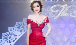 Elly Trần lần đầu tái xuất catwalk, khoe eo 'nhỏ nhất showbiz'