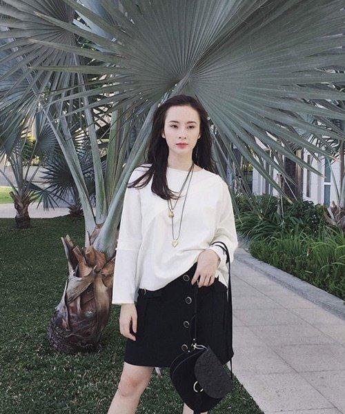 Angela Phương Trinh vẫn cho thấy những bộ cánh đời thường đơn giản mà chất