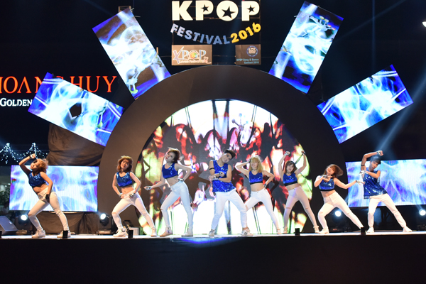 fan-viet-quy-tung-bung-dem-nhac-hoi-kpop-2016-4