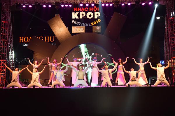 fan-viet-quy-tung-bung-dem-nhac-hoi-kpop-2016-3