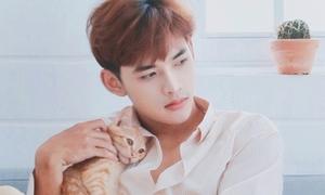 Hot boy Dương Minh Tuấn khoe giọng bên mèo cưng