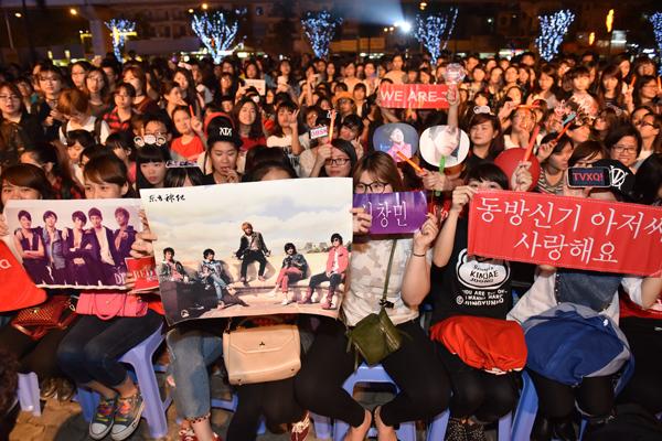 fan-viet-quy-tung-bung-dem-nhac-hoi-kpop-2016-8