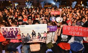 Fan Việt 'quẩy' tưng bừng đêm nhạc hội Kpop 2016