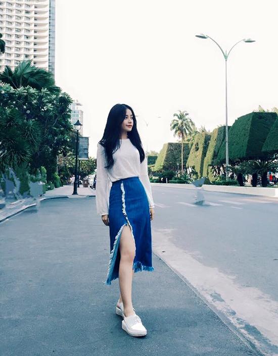 street-style-sao-viet-tuan-qua-vay-dai-qua-goi-do-denim-len-ngoi-6