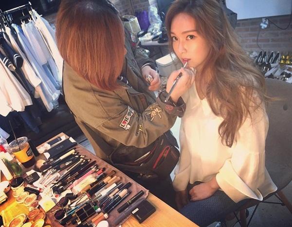sao-han-12-4-hyo-min-khoe-chan-khien-fan-phat-hon-kim-yoo-jung-tuoi-hon-hoa-2
