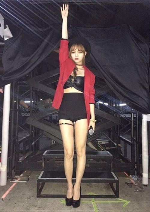 sao-han-12-4-hyo-min-khoe-chan-khien-fan-phat-hon-kim-yoo-jung-tuoi-hon-hoa-6