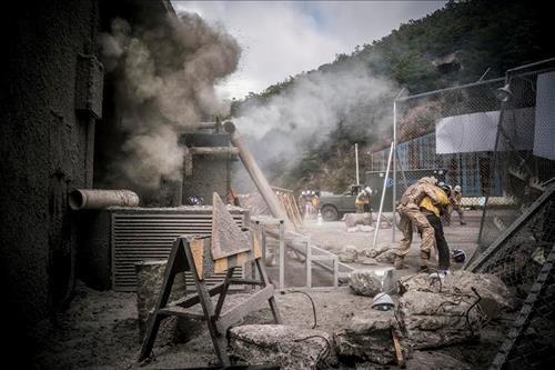 Khói bụi trong cảnh động đất ở Uruk.