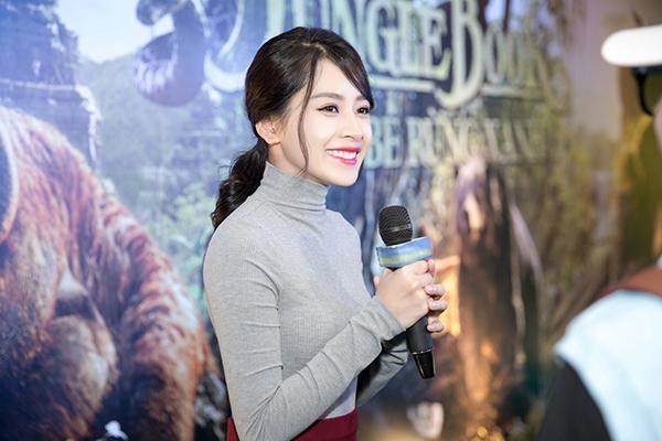 """Chi Pu chia sẻ cô vốn là fan ruột của Disney nên hiếm khi bỏ sót một bộ phim nào của hãng ra mắt tại Việt Nam. Lần này, """"The Jungle Book"""" là bộ phim được chuyển thể từ cuốn sách lừng danh và sở hữu phiên bản phim hoạt hình nổi tiếng toàn thế giới nên Chi Pu càng thêm phấn khích."""