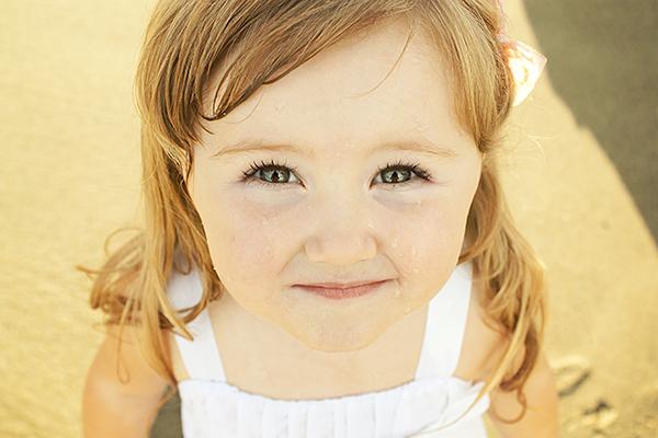 Khó ai có thể tin được rằng Avianna có thể trở thành beauty vlogger khi mới...4 tuổi. Cô bé chinh phục cộng đồng mạng bởi khuôn mặt bầu bĩnh và giọng nói rất đáng yêu.
