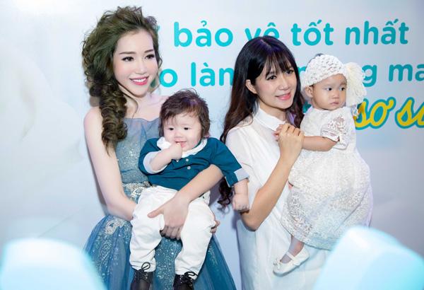 elly-tran-lan-dau-be-con-trai-5-thang-tuoi-di-su-kien-8