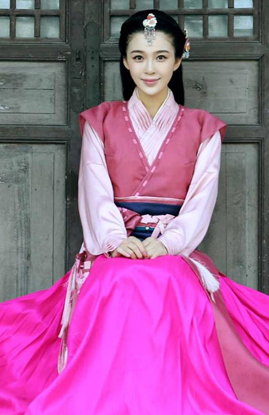 Anh Tử được đánh giá cao về diễn xuất. Trước vai Phi Yến, cô đã từng được yêu quý với vai Trình Anh trong phim Tân Thần Điêu đại hiệp.