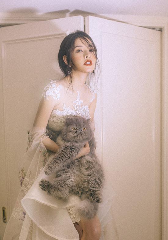 Ảnh: Kính O Tròng - Stylist: Zoe - Trang phục: NTK Phạm Đặng Anh Thư - Makeup: Hiwon
