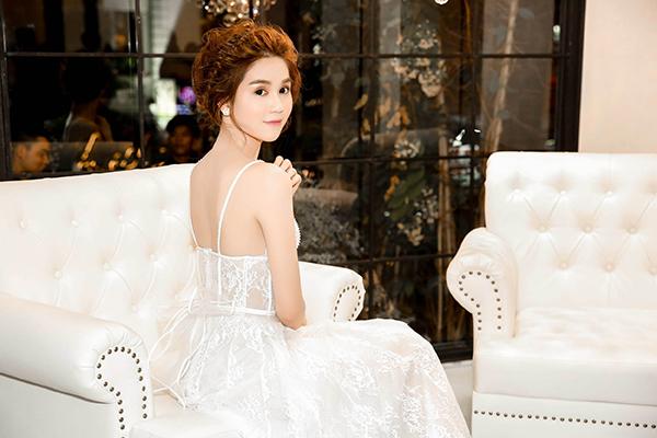 Xuất hiện tại sự kiện, nhiều người đẹp thu hút ánh nhín người đối diện với loạt trang phục đầy ấn tượng.