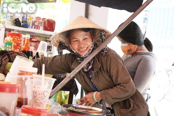 co-hang-nuoc-duoc-sv-tang-the-hanh-nghe-vi-qua-de-thuong-5