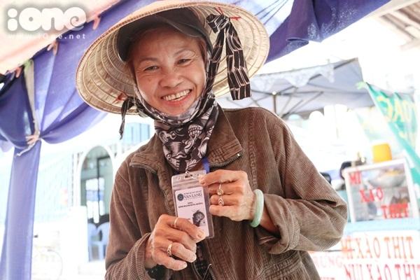 co-hang-nuoc-duoc-sv-tang-the-hanh-nghe-vi-qua-de-thuong