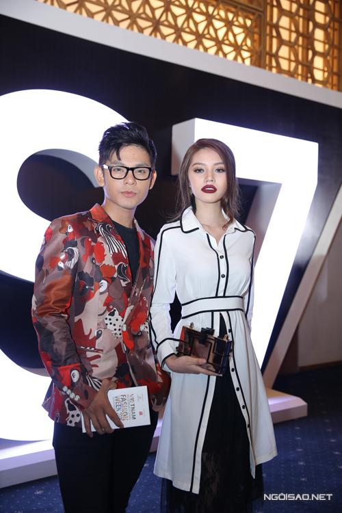 Sơn Ngọc Minh bảnh bao cùng vest của nhà thiết kế Phi Phạm.