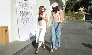 Thiếu nữ mặc bạo đi xem tuần lễ thời trang Việt