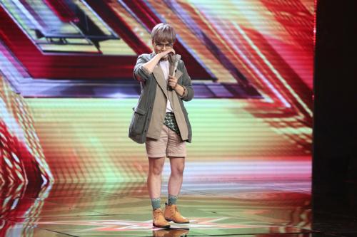 Mai Thái Anh trên sân khấu X-factor.