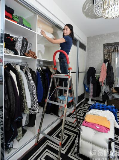 Khách hàng của Tiểu Đặng hầu hết là người có tiền, có tủ đồ lớn chứa nhiều quần áo nhưng không có thời gian hoặc không thích dọn dẹp.