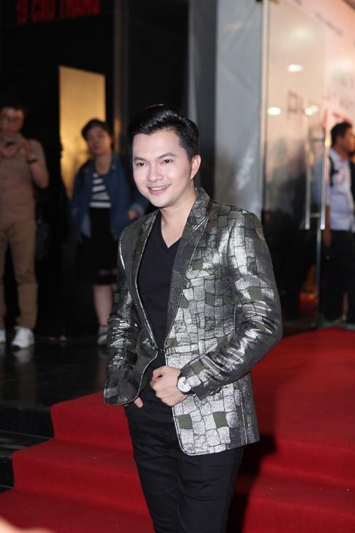 kha-ngan-duoc-hot-boy-banh-gio-an-can-nang-vay-8