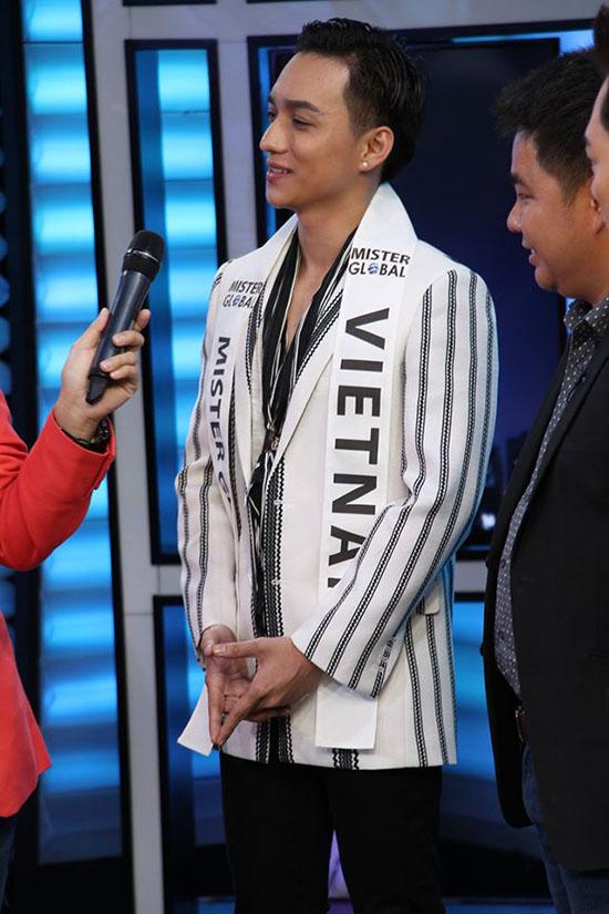 Tại buổi ghi hình, anh là một trong vài thí sinh được đài truyền hình phỏng vấn bằng tiếng Anh, Với vốn ngoại ngữ tốt, Phúc Cường đã trả lời lưu loát câu hỏi từ người dẫn chương trình.