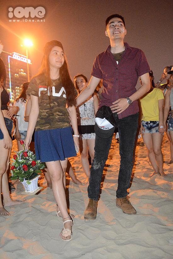ban-tre-da-nang-ngai-ngung-to-tinh-sau-man-flashmob-bikini-5
