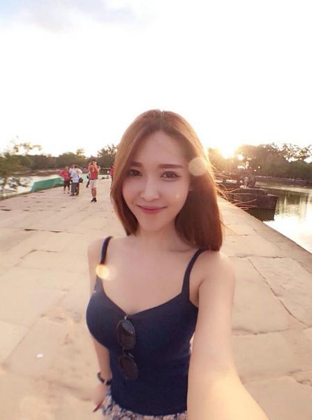 4-hot-girl-ban-hang-goi-cam-ngop-tho