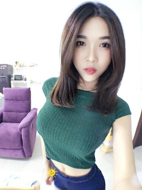 4-hot-girl-ban-hang-goi-cam-ngop-tho-4