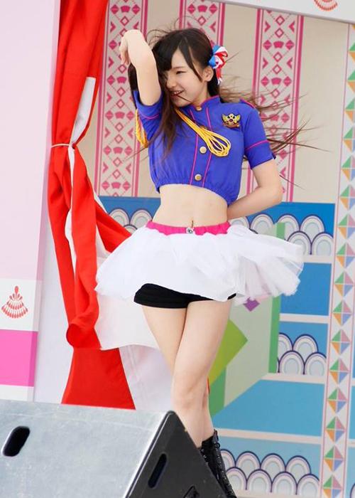 idol-12-tuoi-nhat-ban-dien-bikini-nhay-sexy-gay-tranh-cai-9