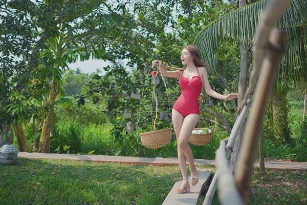 hot-girl-viet-so-eo-thon-dang-nuot-khi-dien-bikini-11