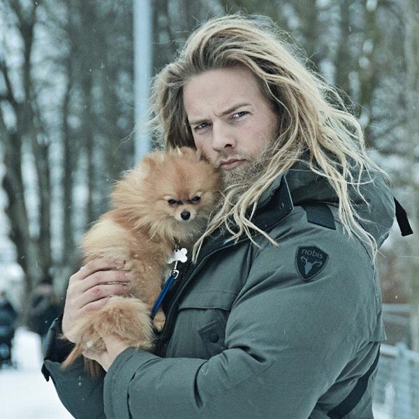 Ngoài công việc phục vụ cho quân đội, Lasse còn có nghề tay trái là làm người   mẫu. Với anh, đây là một sở thích thú vị.