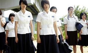 Buộc nữ sinh mặc váy qua đầu gối để tránh làm 'xao lòng' thầy giáo