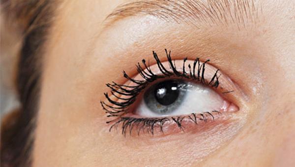11-noi-dau-voi-eyeliner-mascara-co-gai-nao-cung-hieu-10