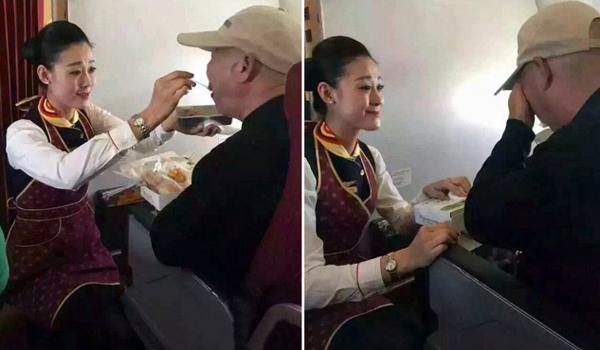 Trên một chuyến bay đến Trung Quốc, người đàn ông lớn tuổi bị liệt nửa người   được xếp chỗ ngồi đẹp trên máy bay. Vợ của ông không thể ngồi cạnh ông. Trong   giờ ăn trưa, nữ tiếp viên hàng không thấy ông khó cầm được thìa nên đã quỳ xuống   sàn để đút cơm cho ông.
