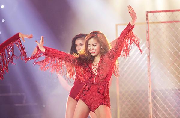 2-hot-girl-thu-vai-vang-anh-ngay-ay-bay-gio-11