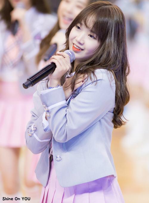 9-idol-nu-sinh-nam-1999-dang-gay-sot-tren-san-khau-kpop-5