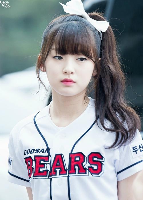 9-idol-nu-sinh-nam-1999-dang-gay-sot-tren-san-khau-kpop-page-2-2